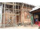 Làm thế nào khi hàng xóm xây công trình gây hư hại đến nhà mình?